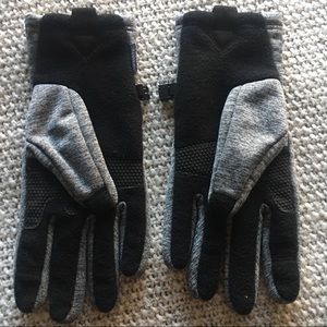 Head Accessories - NWOT Gray Snow Gloves